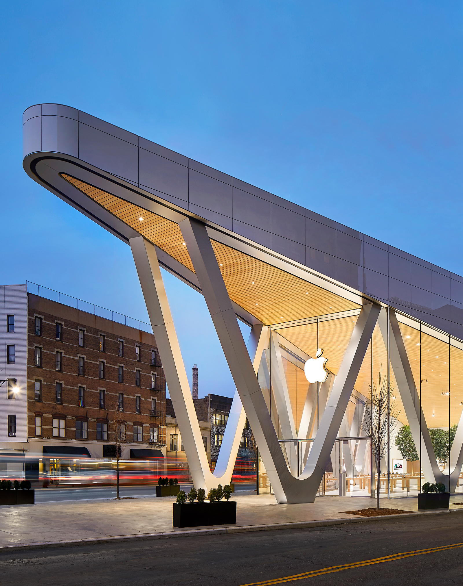 Apple Downtown Brooklyn è un esempio dell'architettura e del design altamente innovativi dei nostri store