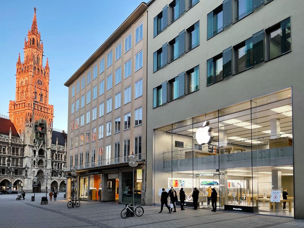 Die Außenansicht auf Apple Rosenstraße in München.