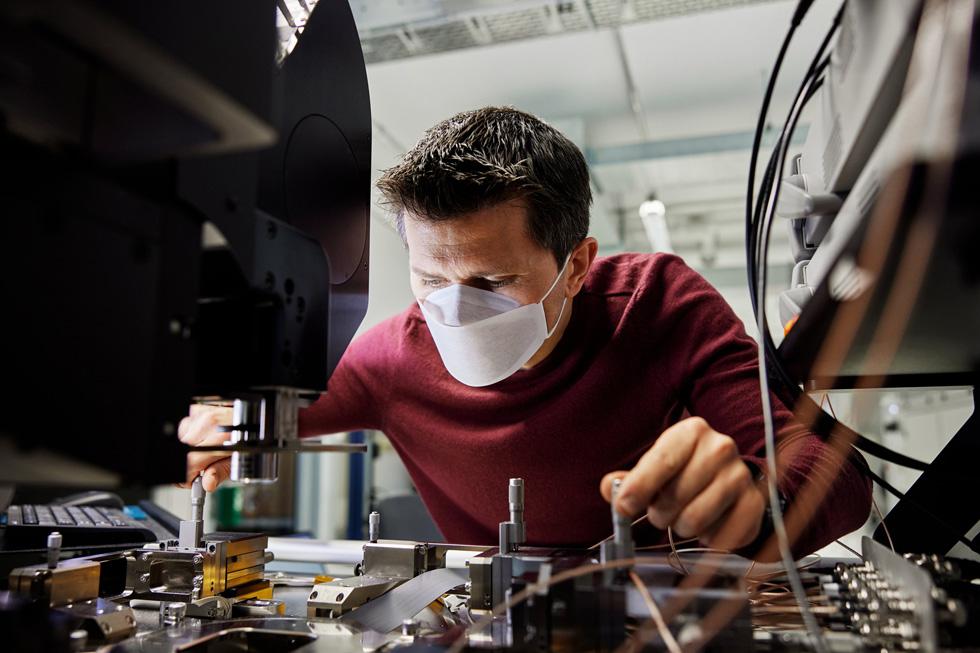 Apple Mitarbeiter Felix Stein arbeitet am Chip-Design und der Verifizierung im Münchner Labor.