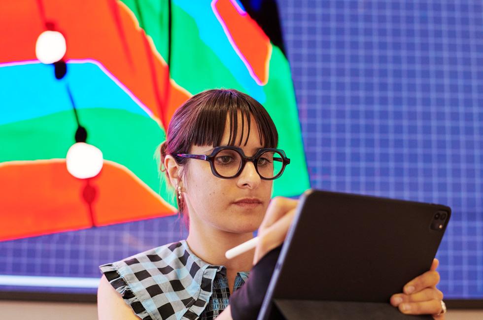 Bijou Karman utilise l'iPadPro et l'ApplePencil.