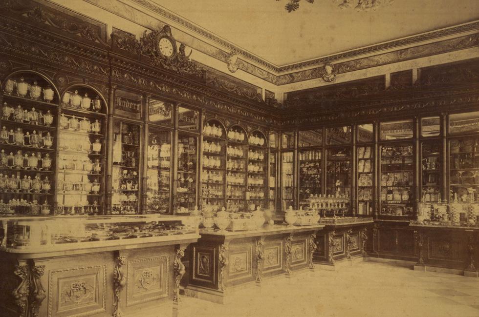 An archival photo of Palazzo Marignoli.