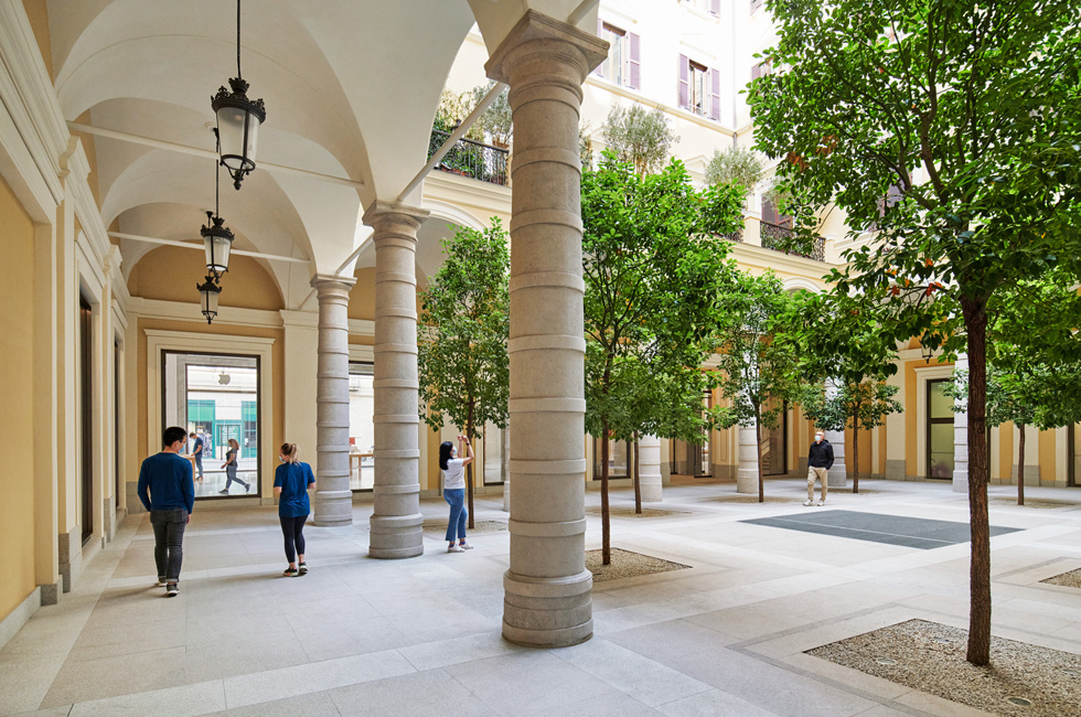 The courtyard at Apple Via del Corso.