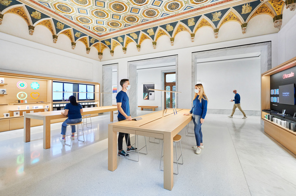 The Genius Bar and Apple Support space at Apple Via del Corso.