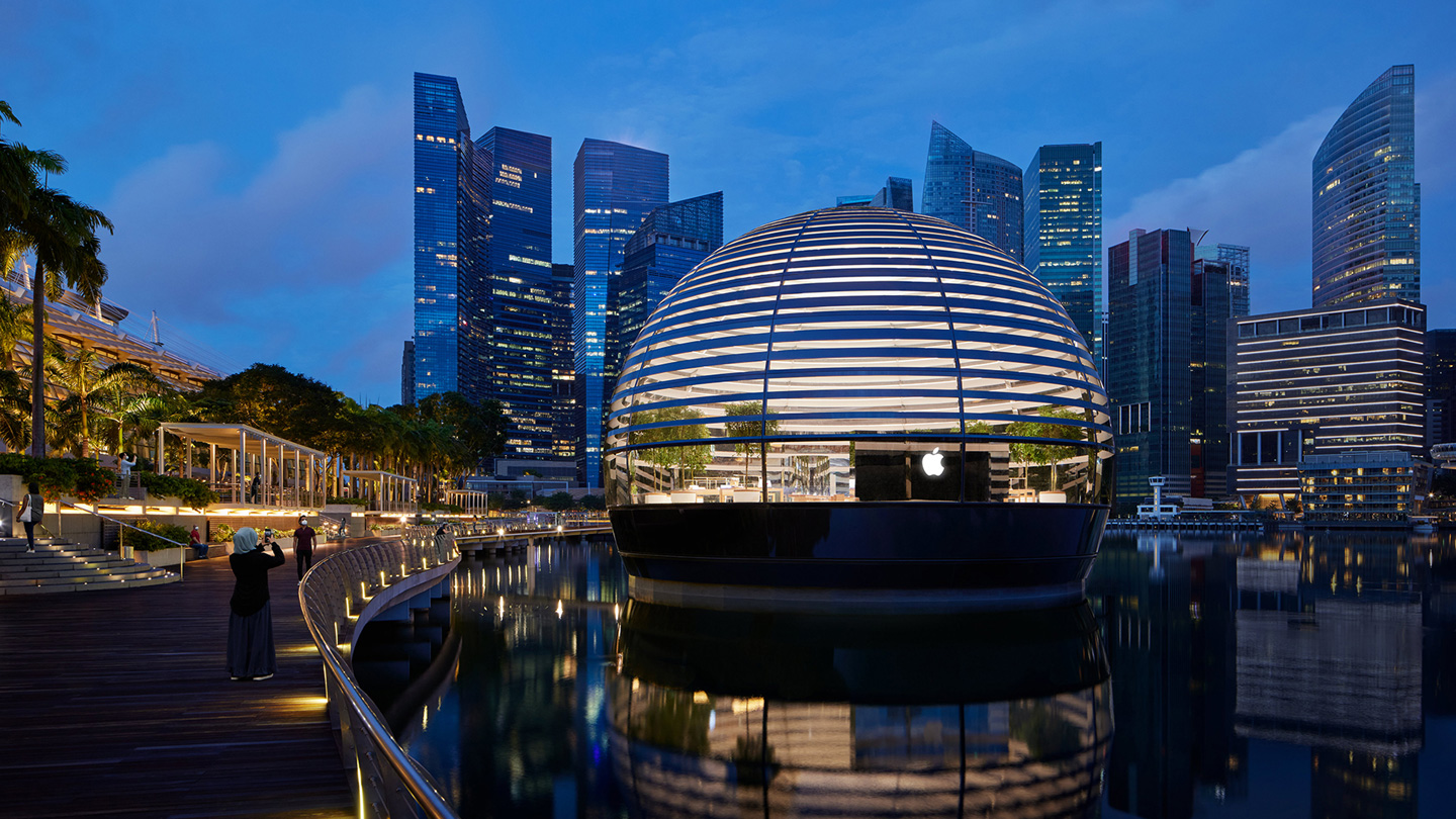Exterior image of the Apple Marina Bay Sands floating dome building.