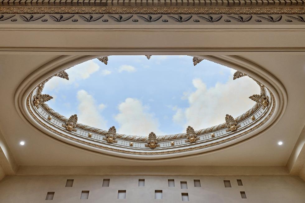 La voûte céleste peinte de la coupole de l'Apple Tower Theatre.