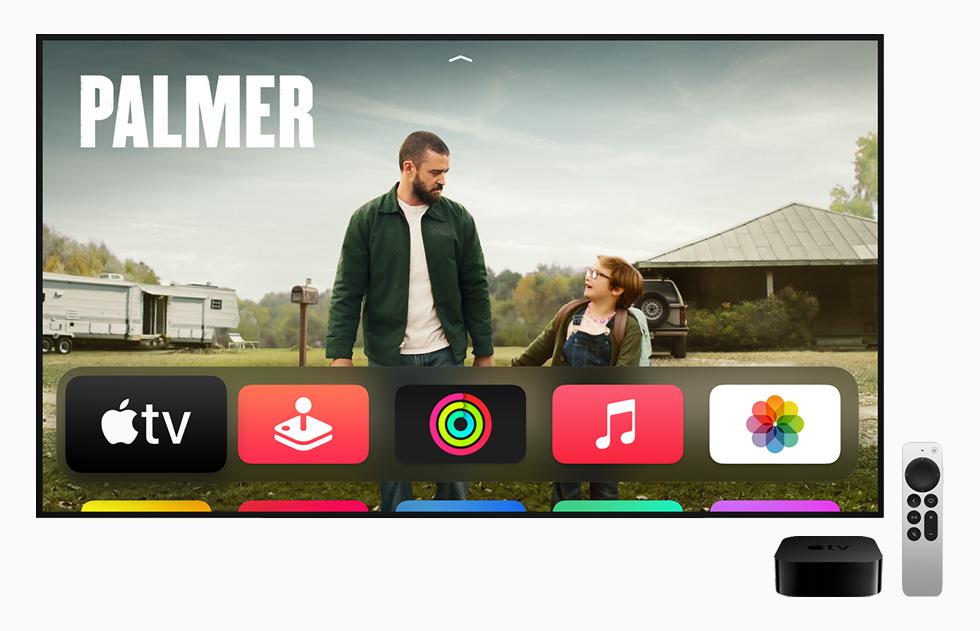 Apple TV 4K 上的《帕瑪》節目頁面,以及 Apple TV 4K 與 Apple TV Remote。