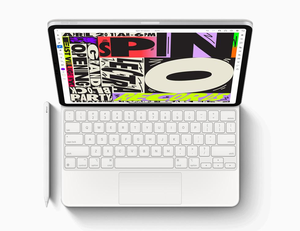 全新 iPad Pro 搭配巧控鍵盤和 Apple Pencil。