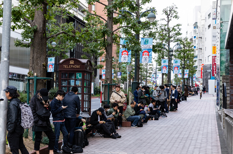 Customers line up for the iPhone XR in Tokyo.