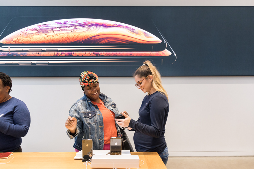 A customer and Apple team member at Apple Fifth Avenue.