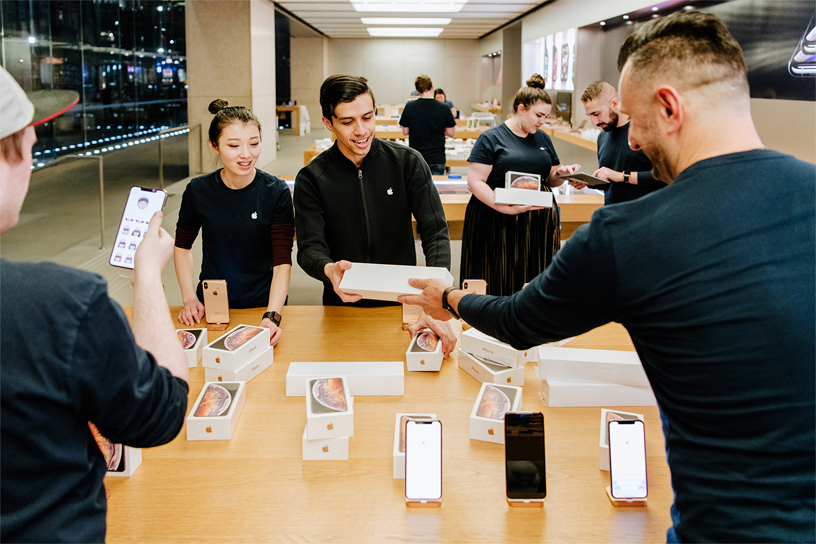 Apple Sydney employees stocking the new iPhone Xs and iPhone Xs Max in store.