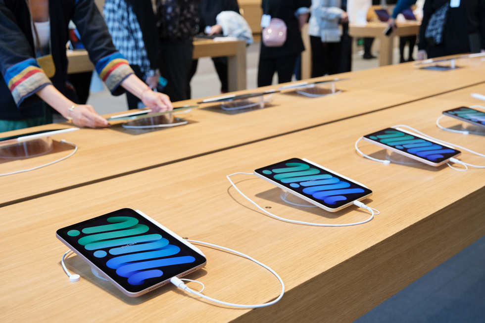 A table displaying the new iPad mini at Apple Sanlitun.