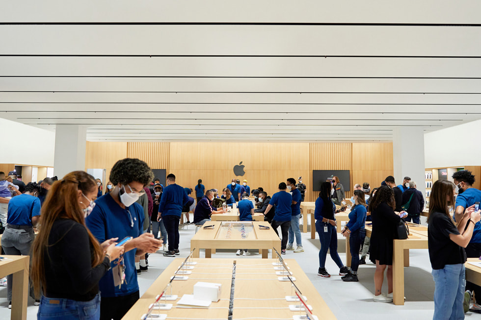 Customers and Apple team members around display tables at Apple Bay Plaza.