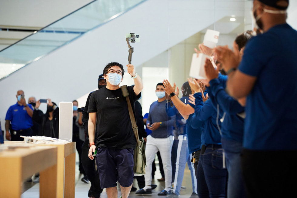 Team members at Apple Bay Plaza greet customers arriving for the iPhone13, 9th-generation iPad and iPadmini line-ups.