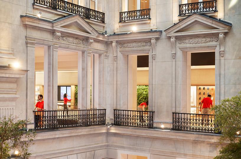 A look inside the second floor of Apple Champs-Élysées.