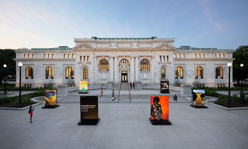Apple Carnegie Library en la plaza Mount Vernon.