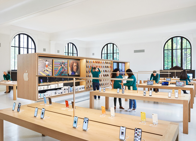 Interior de Apple Carnegie Library.