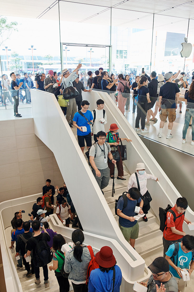 Interior of the Apple Xinyi A13 store.