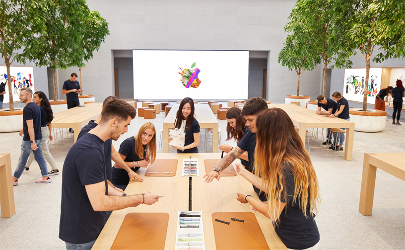 Team members inside Apple Piazza Liberty.