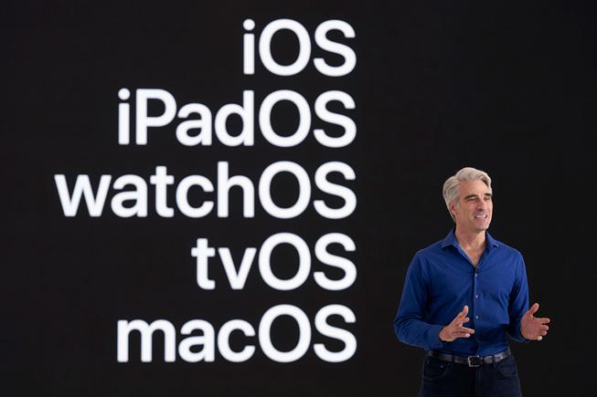 Craig Federighi sobre el escenario de la WWDC20.