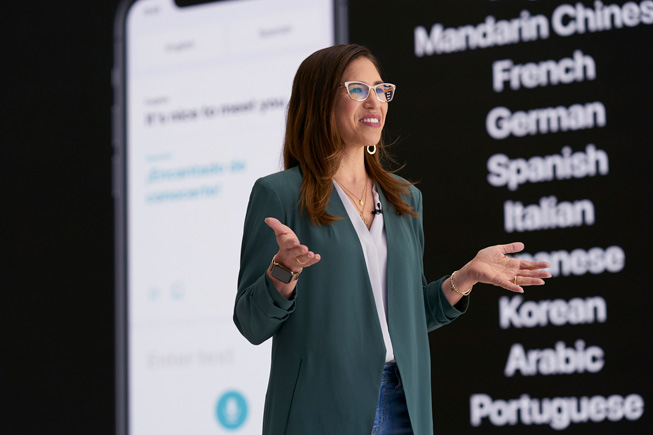 Yael Garten demos Siri at WWDC20.