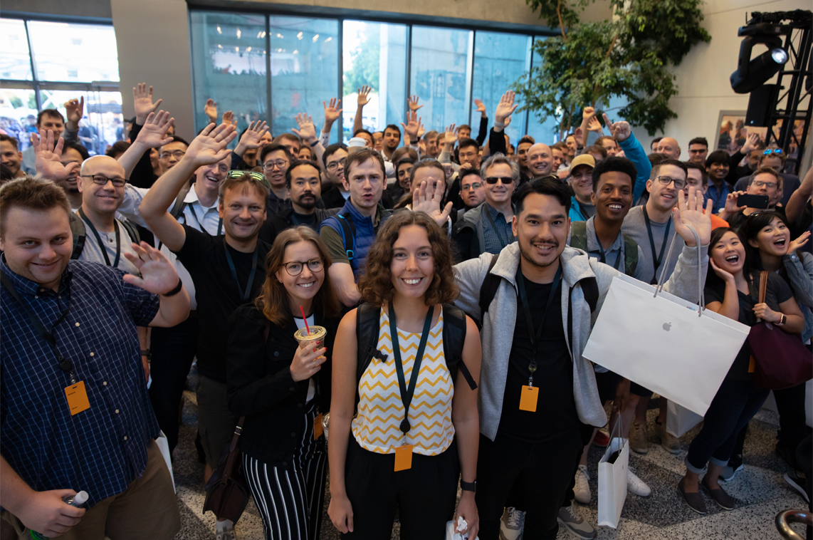 https://www.apple.com/newsroom/images/live-action/wwdc/Apple-WWDC-2019-announcement-crowd-03142019_inline.jpg.large_2x.jpg