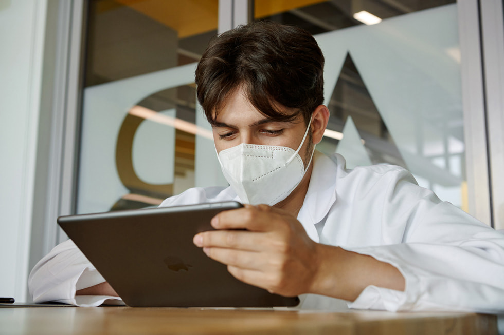 A student uses iPad in a science lab.