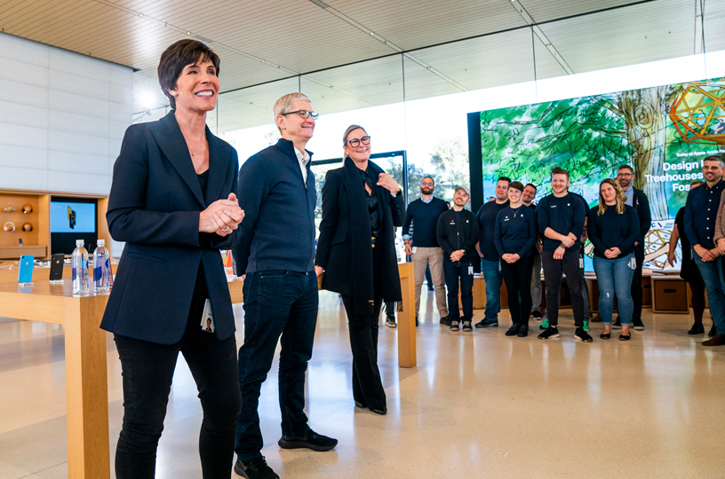 Deirdre O'Brien, Tim Cook and Angela Ahrendts greet Apple team members.