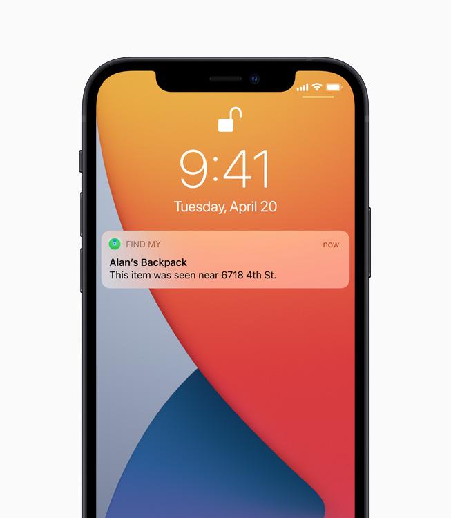 Une notification de l'appLocaliser sur un iPhone12 indique l'emplacement d'un sac à dos perdu.