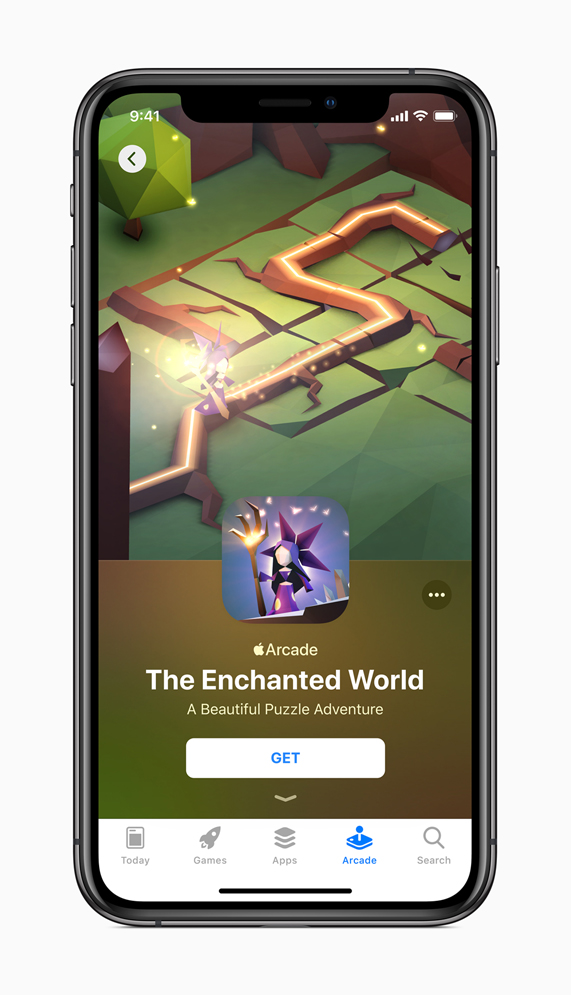 顯示《The Enchanted World》App Store 頁面內容的 iPhone。