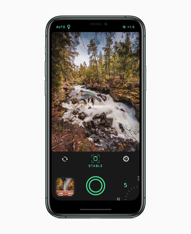 Spectreカメラを表示しているiPhone。