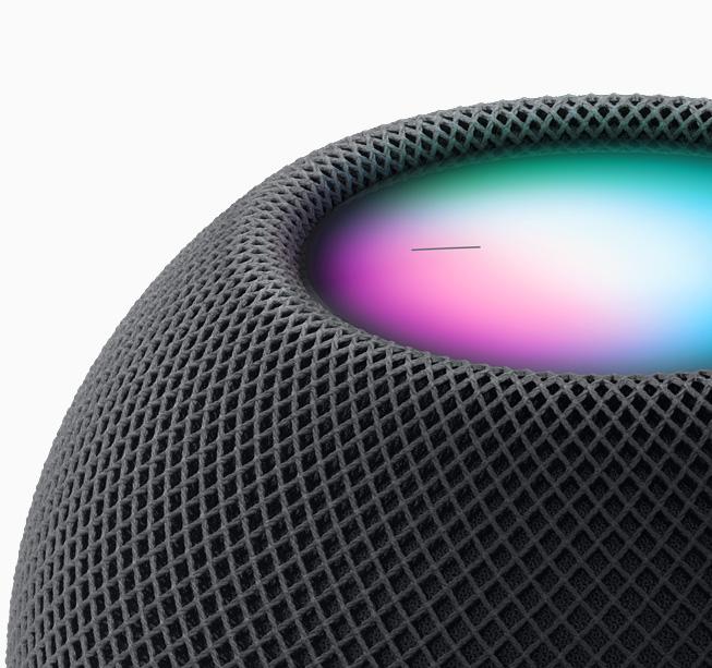 HomePod mini에서 Siri를 경험하는 모습.