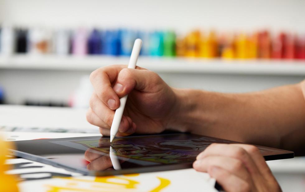 "Eric ""Efdot"" Friedensohn drawing with Apple Pencil on iPad Pro."