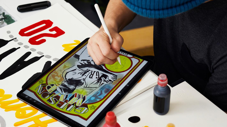 "Eric ""Efdot"" Friedensohn using his iPad Pro with Apple Pencil."