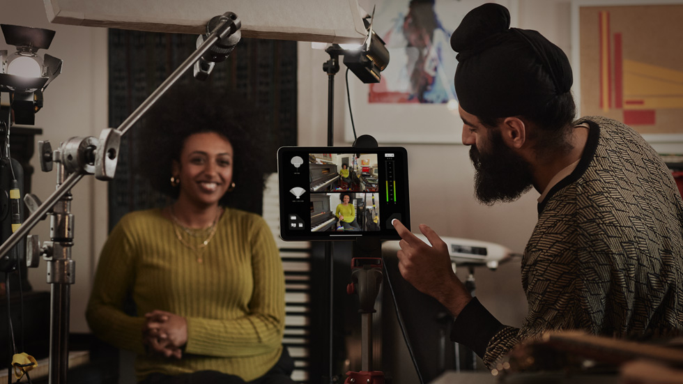 iPad Pro 在工作室中的生活風格照片。