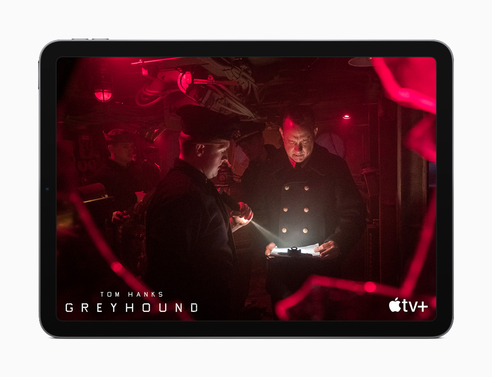"iPad Air mostra o filme ""Greyhound"" do Apple TV+."