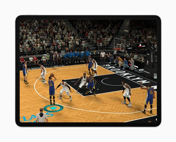 iPad Pro mostrando la experiencia de AR en pantalla.