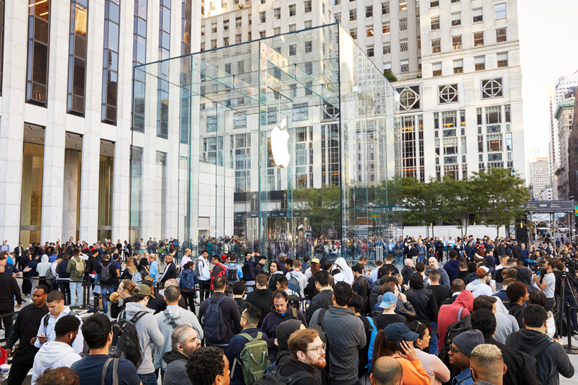 A crowd of visitors outside the new Apple Fifth Avenue