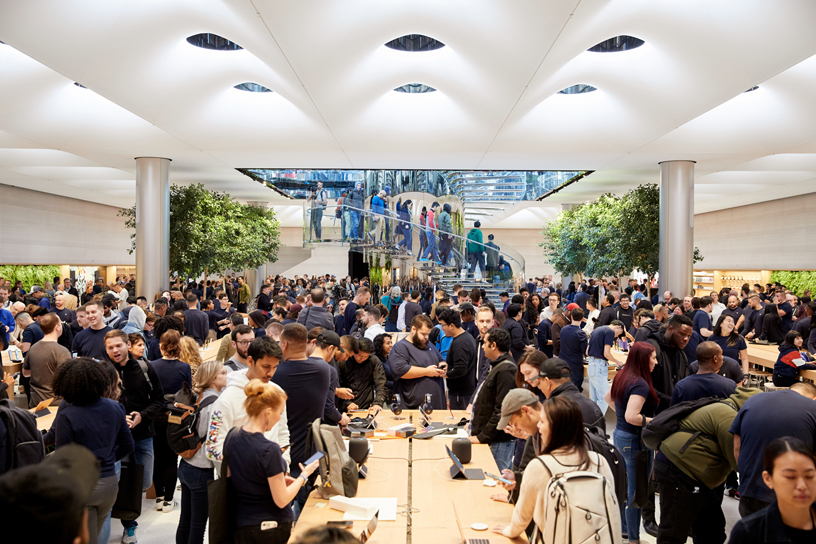 A crowd of customers inside Apple Fifth Avenue.