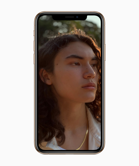 iPhone Xs showing a portrait image.