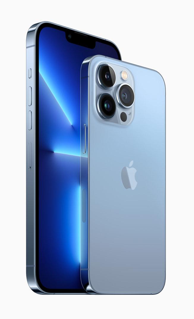 시에라 블루 색상의 iPhone 13 Pro 및 iPhone 13 Pro Max.