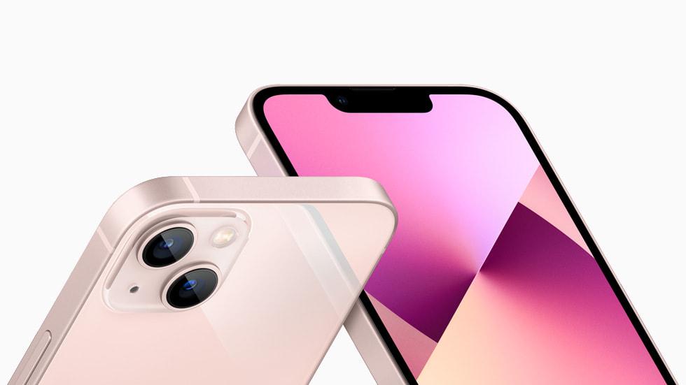 TrueDepth-kamerasystemet och den omdesignade kameran på baksidan av iPhone13 i rosa.