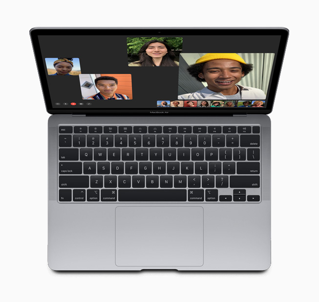 Un appel FaceTime en groupe sur le nouveau MacBook Air.