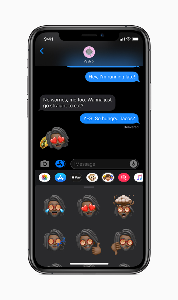 Opzioni per le Memoji nell'app Messaggi in iOS 13 su iPhone.