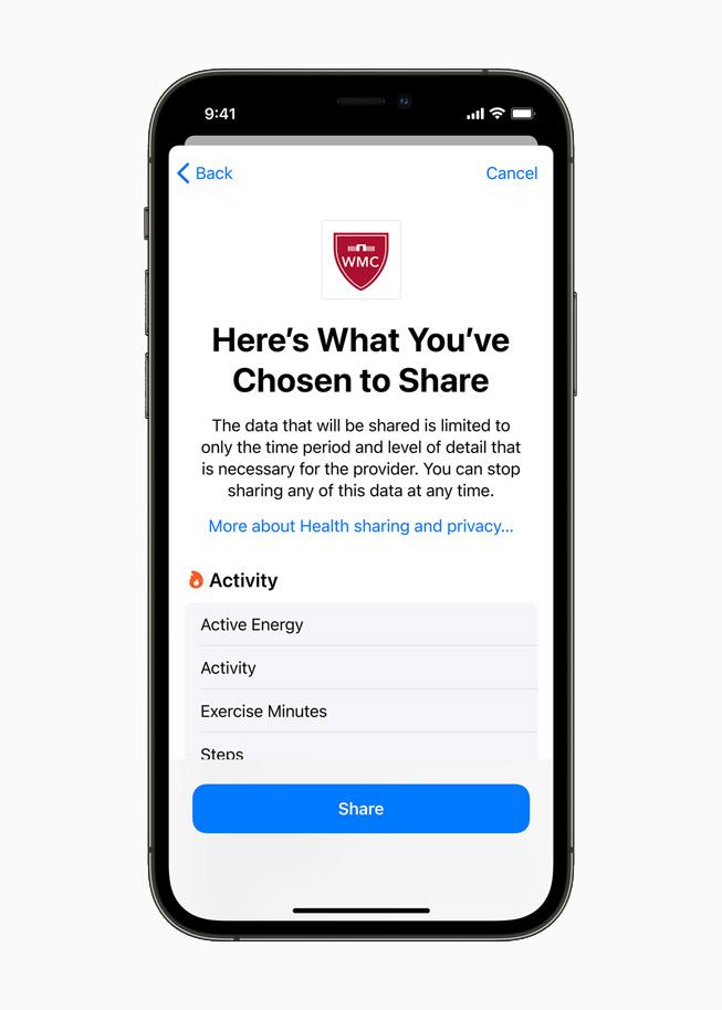 건강 앱에서 사용자가 의사와 공유하기로 선택한 건강 데이터 요약을 보여주는 iPhone 12 Pro.