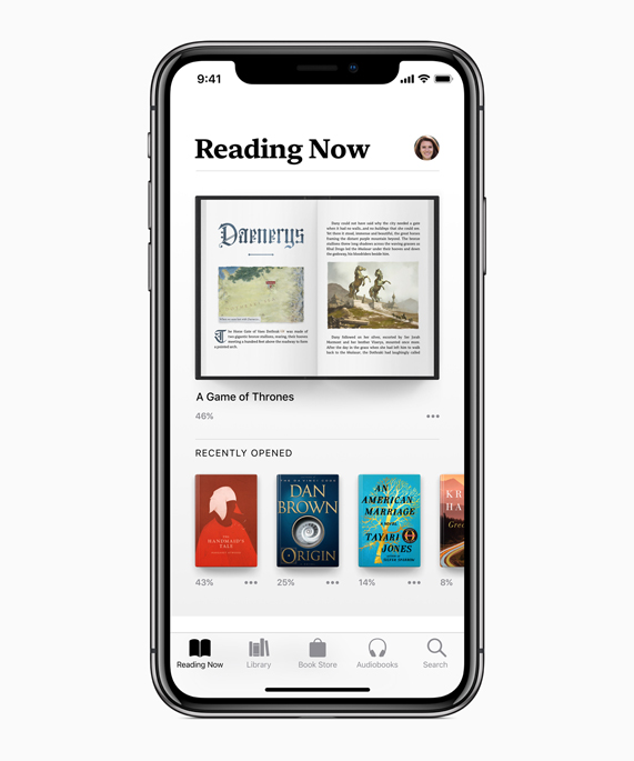 Apple Books 앱의 Reading Now 스크린을 표시하는 iPhone X