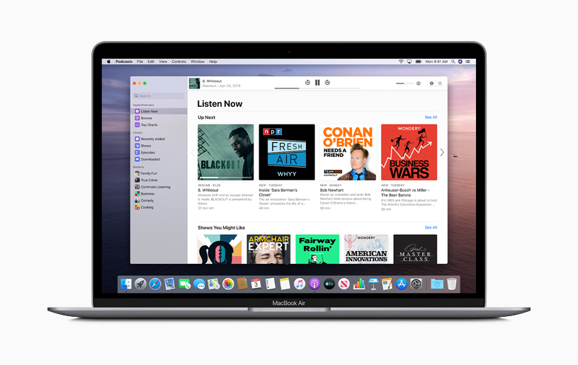 Apple Podcasts op een MacBook Air.