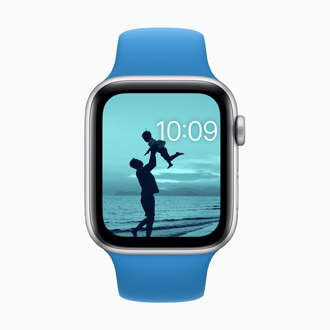 A Photos face with colour filter displayed on Apple Watch Series 5.