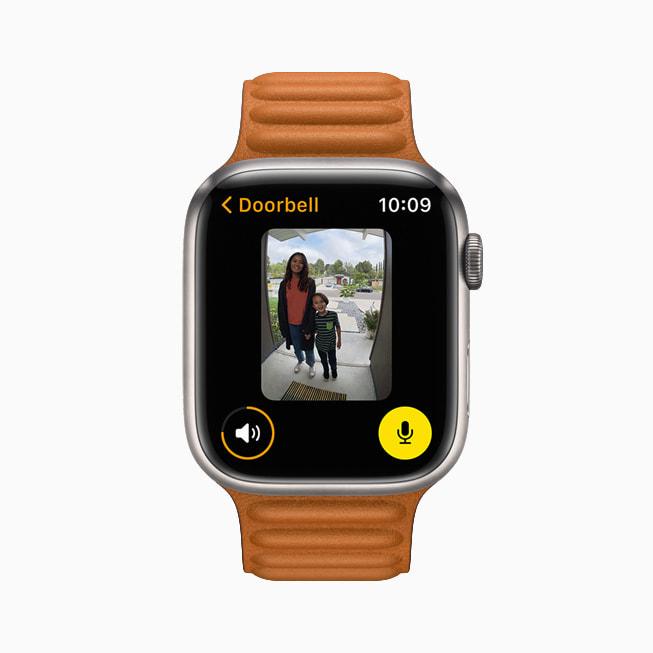 Vista di una videocamera compatibile con HomeKit nell'app Casa su un Apple Watch Series 7.