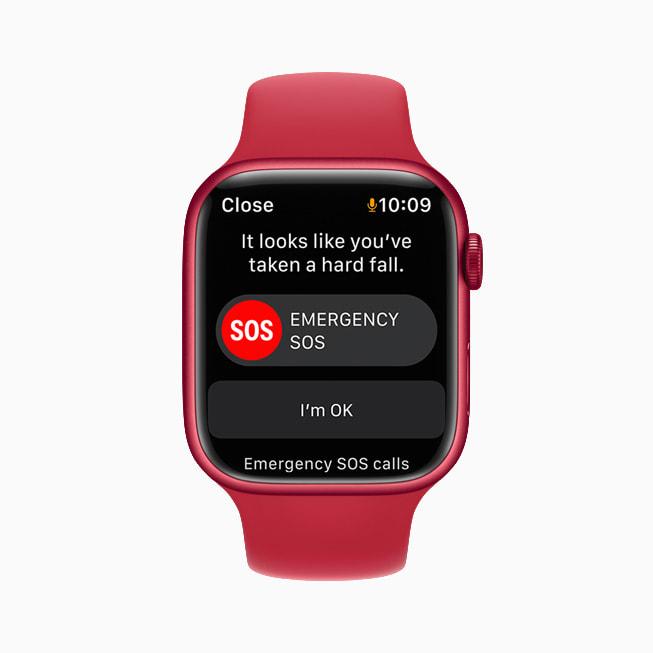 L'algoritmo di rilevamento cadute dell'app Allenamento in funzione su un Apple Watch Series 7 con watchOS 8.