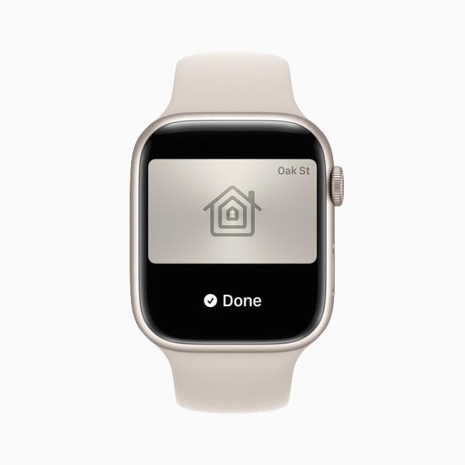 Le chiavi di casa in Wallet su un Apple Watch Series 7.